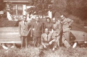 Die Ermann-Kinder nach der Emigration in Amerika, ca. 1950. Von links nach rechts: Max (1907-1977), Walter (1900-1970), Jula (1914-1985), Rudi (1915-2009), Fritz (1911-1993) und vorne in der Mitte Ernest (1909-1991).