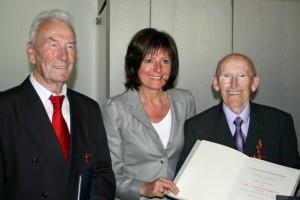 Valentin Hennig, Staatsministerin Malu Dreyer und Hans Lieser bei der Verleihung in Mainz. Foto: Bettina Leuchtenberg