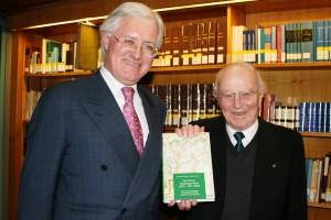 Dr. Jean-Claude Muller und Prof. Dr. Richard Laufner am 25. Januar 2010 bei der offiziellen Buchpräsentation im Stadtarchiv Trier.